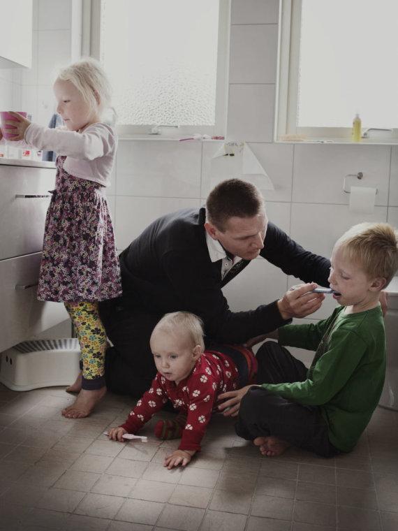 """Johano Bävmano nuotr./Tėtis Johanas iš fotoprojekto """"Swedish Dads""""."""