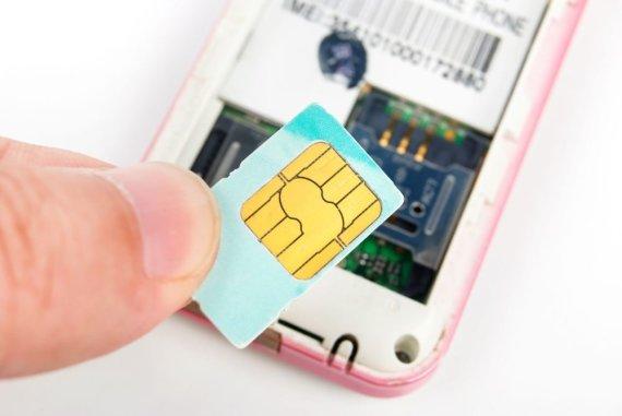 123rf nuotr./Telefonas ir SIM kortelė