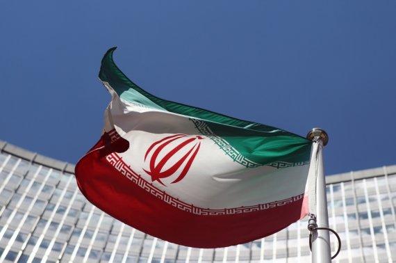 """Reuters""/""Scanpix"" nuotr./Irano vėliava prie JT būstinės Vienoje"