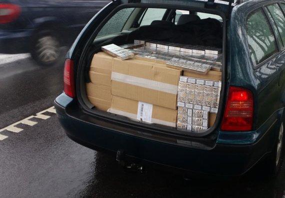 VSAT nuotr./Kaunietis automobilyje vežė 9 tūkst. baltarusiškų cigarečių pakelių