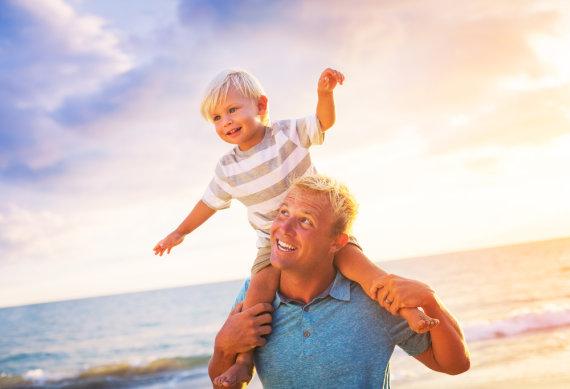 """""""Shuterstock"""" nuotr./Tėtis su sūnum"""