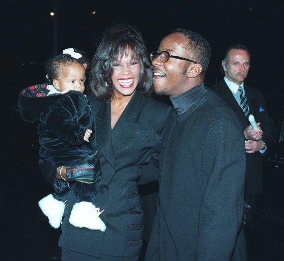 AOP nuotr./Whitney Houston ir Bobby Brownas su dukra Bobbi Kristina Brown (1994 m.)