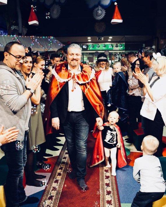 Viktorijos Kuhlins nuotr./Katažina ir Deivydas Zvonkai su vaikais