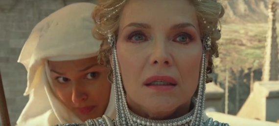 """Asmeninio albumo nuotr./Teklė Baroti ir Michelle Pfeiffer """"Piktadarės istorijoje 2"""""""
