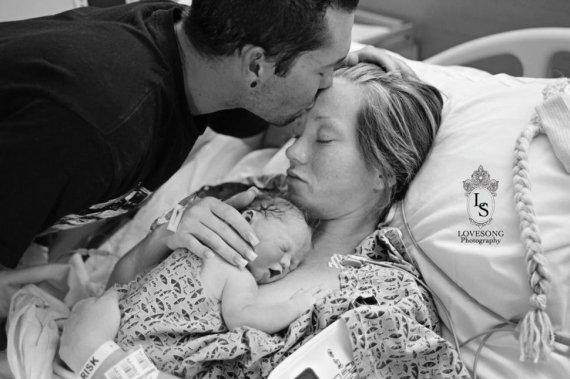 Love Song Photography nuotr./Tėvai dalijasi savo ir savo negyvo sūnaus nuotrauka