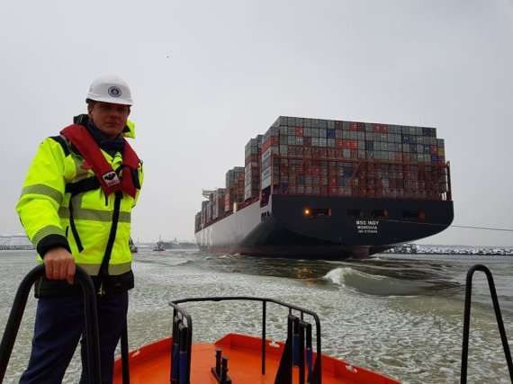 Klaipėdos valstybinio jūrų uosto direkcijos nuotr./Klaipėdos uostas vartus atvėrė vienam didžiausių laivų pasaulyje
