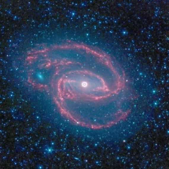 """""""Scanpix""""/AP nuotr./Žvaigždžių ratas susiformavęs aplink juodąją skylę"""