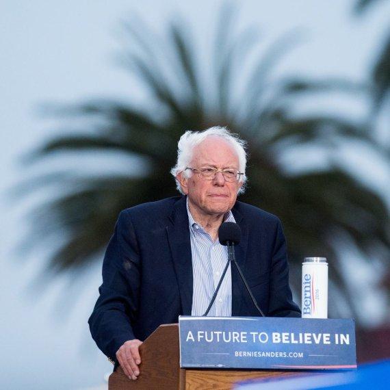 """""""Scanpix""""/AP nuotr./Bernie Sandersas ir jo rinkėjai"""