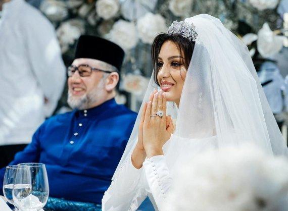 """""""Instagram"""" nuotr./Kelantano sultonas Muhammadas V ir Oksana Voevodina"""