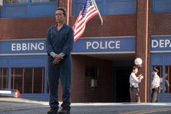 """Kadras iš filmo/Frances McDormand filme """"Trys stendai prie Ebingo, Misūryje"""""""