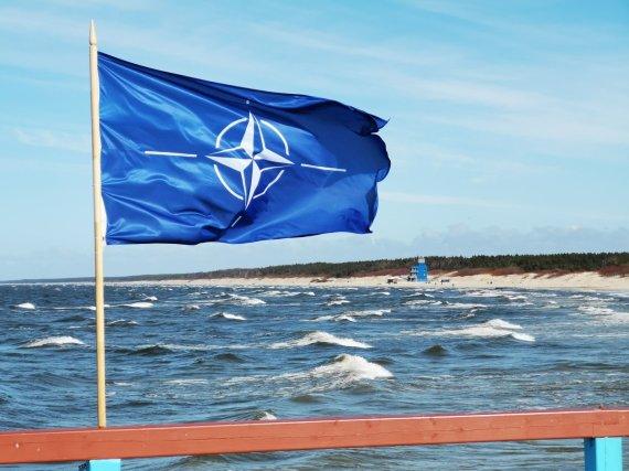 Žilvino Pekarsko / 15min nuotr./NATO vėliava ant Palangos tilto