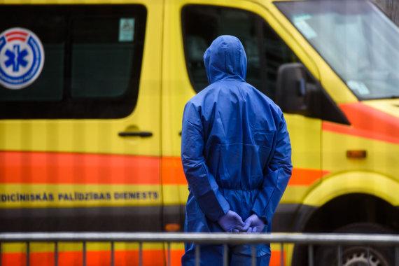 """AFP/""""Scanpix"""" nuotr./Mobilus koronaviruso patikros punktas Rygoje"""