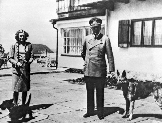 """""""Scanpix""""/AP nuotr./A.Hitleris Berghofe – savo rezidencijoje Bavarijos Alpėse"""