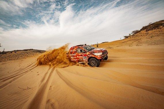 Vytauto Dranginio nuotr./Antanas Juknevičius ir Darius Vaičiulis devintajame Dakaro etape