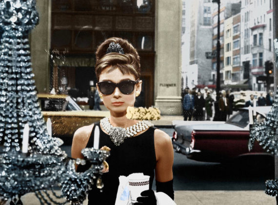 "Vida Press nuotr./Audrey Hepburn filme ""Breakfast at Tiffany's"" su ""Givenchy"" suknele (1961 m.)"