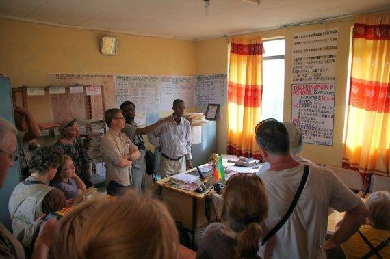 """Kelionių organizatoriaus """"GRŪDA"""" nuotr./""""GRŪDOS"""" keliautojai aštuonmetėje Turmio mokykloje, Etiopija"""