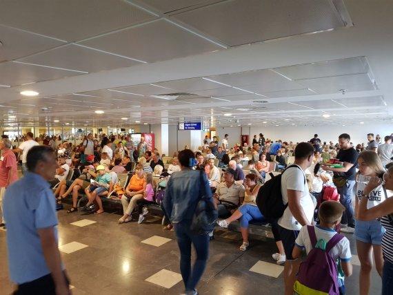 15min skaitytojo nuotr./Antalijos oro uoste įstrigo poilsiautojai iš Lietuvos