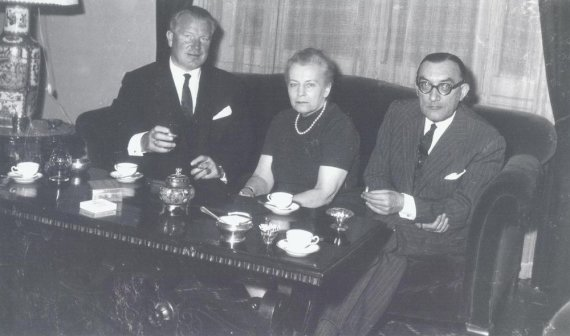 Stasys Lozoraitis senjoras (dešinėje) su žmona Vincenta Romoje