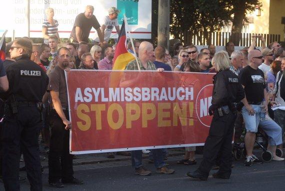 """AFP/""""Scanpix"""" nuotr./Protestas prie pabėgėlius Drezdene"""