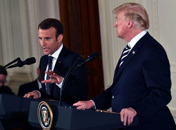"""AFP/""""Scanpix"""" nuotr./Emmanuelis Macronas ir Donaldas Trumpas"""