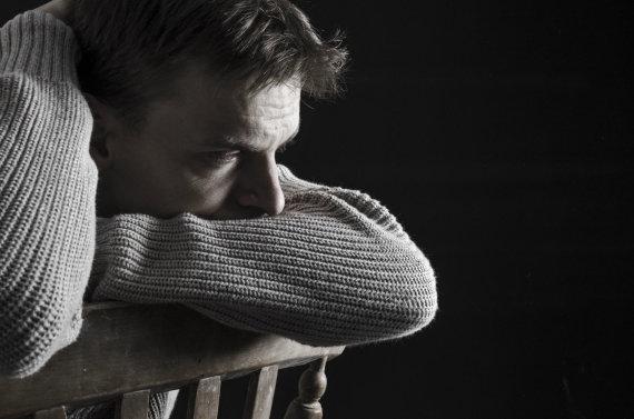 123RF.com nuotr./Nepalikite žmogaus su savižudybės rizika vieno.
