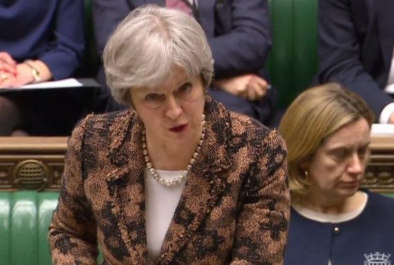 "AFP/""Scanpix"" nuotr./Theresa May Bendruomenių rūmuose"