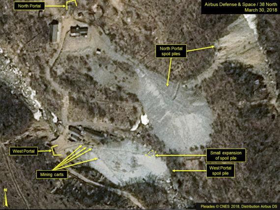 """""""Scanpix""""/AP nuotr./Šiaurės Korėja pradėjo ardyti savo branduolinių bandymų kompleksą"""