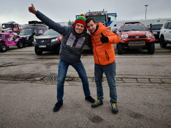 Žilvino Pekarsko / 15min nuotr./Le Havro uoste rikiuojami Dakaro ralio automobiliai, Vaidotas Žala ir Antanas Juknevičius