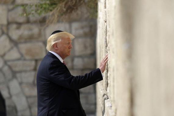 """Scanpix""/AP nuotr./D.Trumpas prie Raudų sienos Jeruzalėje"