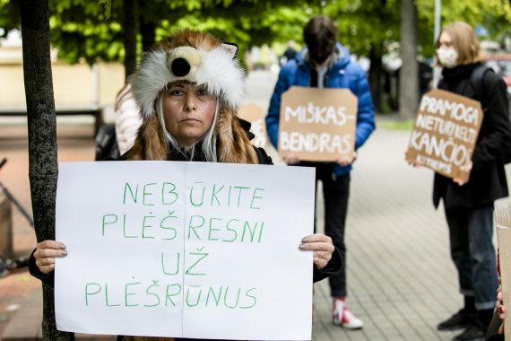 Luko Balandžio / 15min nuotr./Gyvūnų mylėtojai rinkosi prie Aplinkos ministerijos
