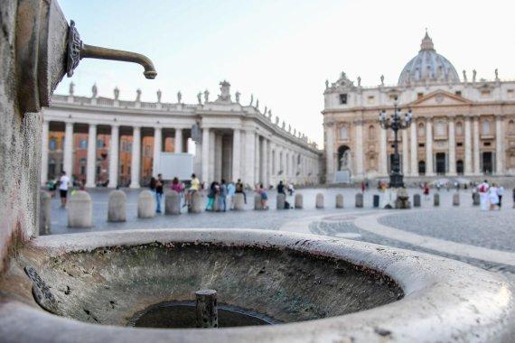 """""""Scanpix""""/AP nuotr./Vatikano Šv. Petro aikštės fontanai"""