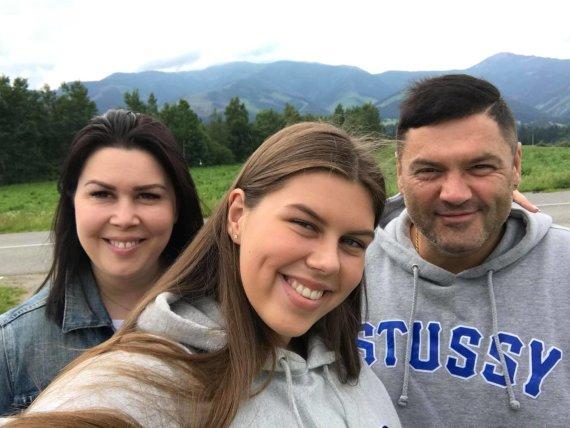 Asmeninio albumo nuotr. /Vitalijus Cololo su žmona Inga ir dukra Evita
