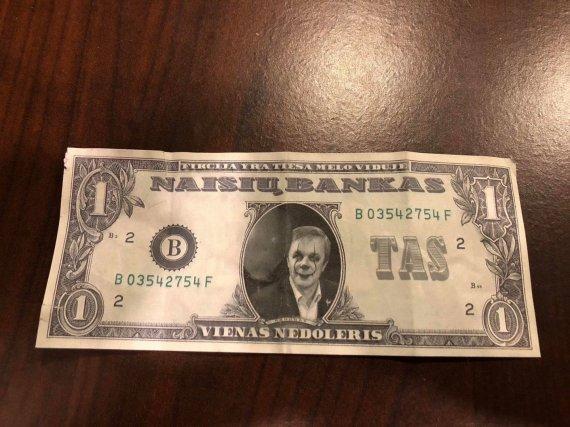 """15min nuotr./""""Naisių banko"""" (ne)doleriai su Ramūnu Karbauskiu """"G&G Sindikato"""" koncerte"""