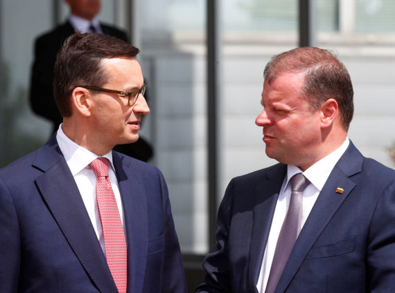 """Reuters""/""Scanpix"" nuotr./Mateuszas Morawieckis ir Saulius Skvernelis"