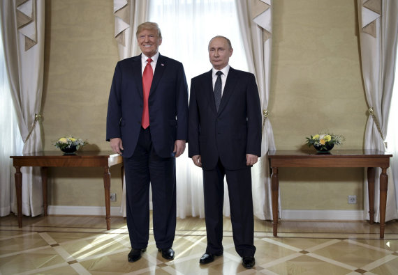 """""""Scanpix""""/AP nuotr./Donaldas Trumpas ir Vladimiras Putinas per susitikimą Helsinkyje"""