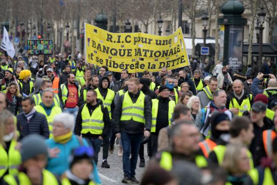 """AFP/""""Scanpix"""" nuotr./""""Geltonųjų liemenių"""" protestas Paryžiuje"""