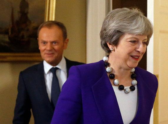 "AFP/""Scanpix"" nuotr./Donaldas Tuskas ir Theresa May"