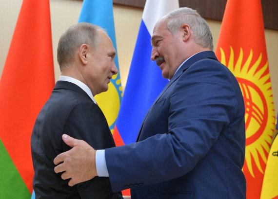 """""""Scanpix""""/AP nuotr./Vladimiras Putinas ir Aliaksandras Lukašenka"""