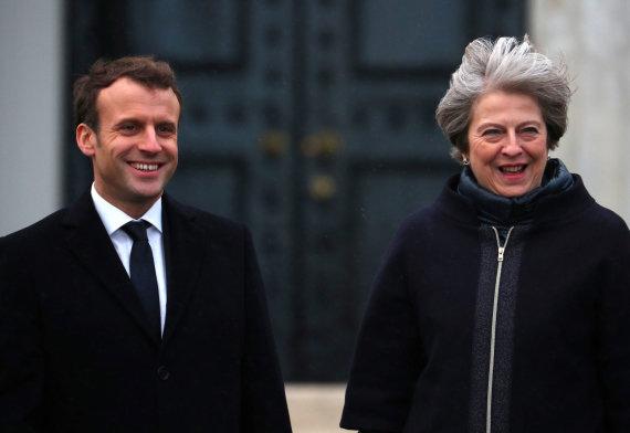 """""""Reuters""""/""""Scanpix"""" nuotr./Britų premjerė Th. May sutiko savo kolegą prancūzą E. Macroną"""