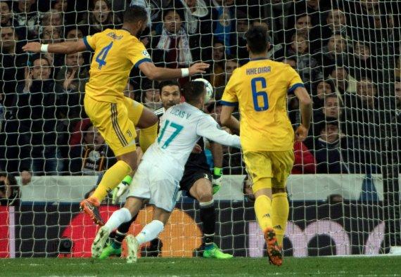 """""""Scanpix"""" nuotr./L.Vazquezas krito, o teisėjai skyrė 11metrų baudinį paskutinę rungtynių Madride minutę."""