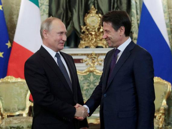 """""""Reuters""""/""""Scanpix"""" nuotr./Giuseppe Conte ir Vladimiras Putinas Maskvoje"""