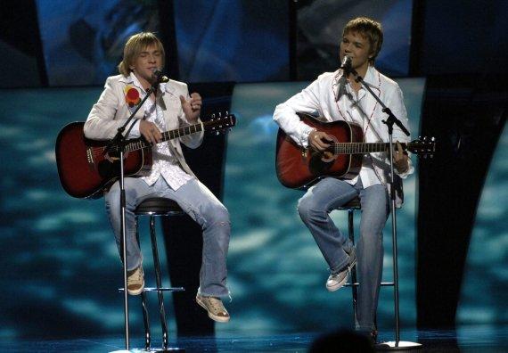 """""""Scanpix"""" nuotr./""""Walters & Kazha"""" duetas """"Eurovizijoje"""" 2005 metais (Valteris Fridenbergsas – dešinėje)"""