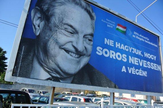 """AFP/""""Scanpix"""" nuotr./Prieš George'ą Sorosą nukreipta reklaminė kampanija Vengrijoje"""