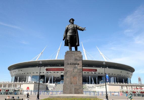 """""""Scanpix"""" nuotr./Paminklas Sergejui Kirovui stadiono papėdėje"""