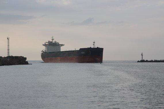 """Uosto direkcijos nuotr./Laivu  """"Piera"""" į Iraką iškeliaus 74 tūkst. tonų lietuviškų grūdų"""