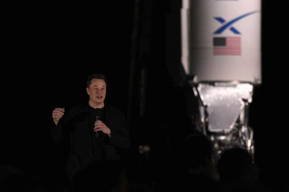 """""""Reuters""""/""""Scanpix"""" nuotr./""""SpaceX"""" pristatė skrydžiams į Marsą skirtą erdvėlaivį """"Starship"""""""