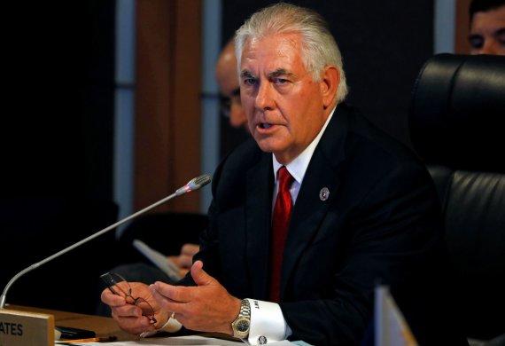 """AFP/""""Scanpix"""" nuotr./JAV valstybės sekretorius Rexas Tillersonas Maniloje"""