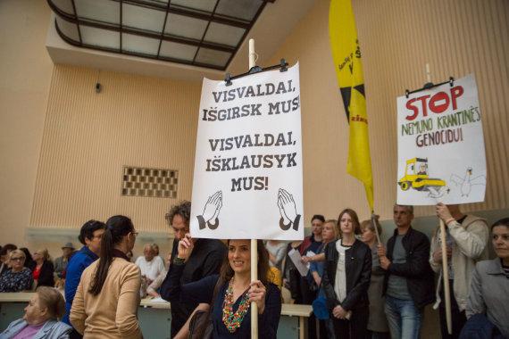 Mariaus Vizbaro / 15min nuotr./Prieš naują kelią sukilusi Šančių benruomenė atvyko į projekto pristatymą
