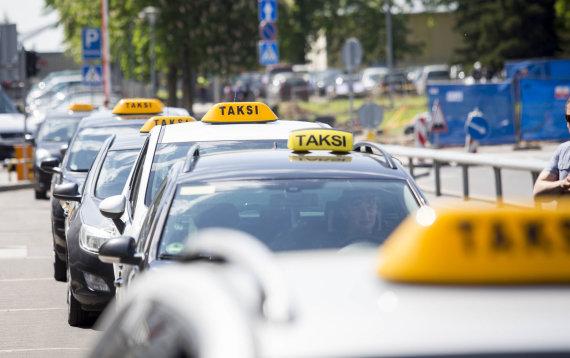 Luko Balandžio / 15min nuotr./Taksi Vilniaus oro uoste