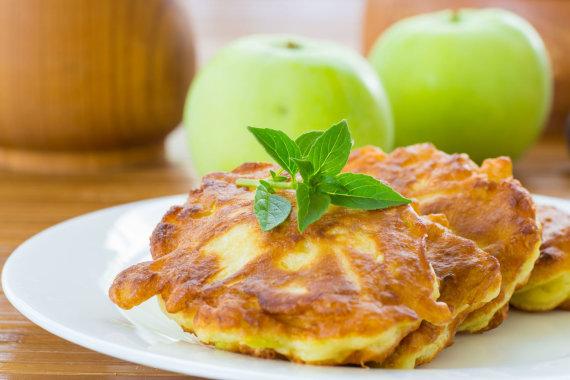 Vida Press nuotr./Mieliniai blynai su obuoliais